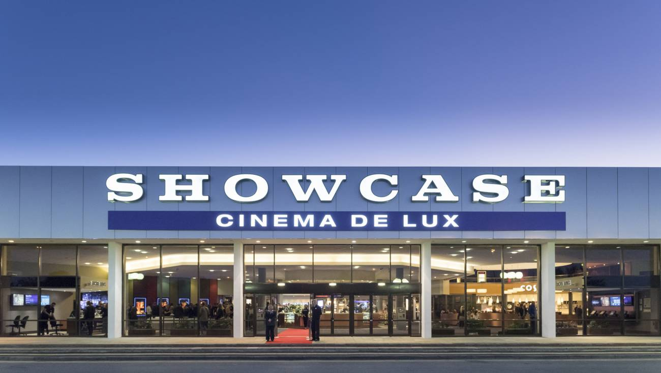 We went to see the film 'Lion' at the Showcase Nottingham Cinema de Lux - find out what we thought of the oversized reclining seats as well as the film!